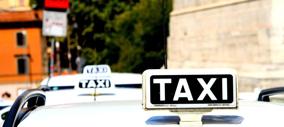 taxi-1184799_960_720